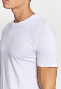 Jack & Jones - JACBASIC TEE CREW-NECK 4 PACK - Undershirt - white - 5