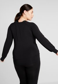 YOGA CURVES - BOAT NECK - Camiseta de manga larga - black - 2