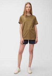 Marc O'Polo DENIM - Print T-shirt - brown ochre - 1