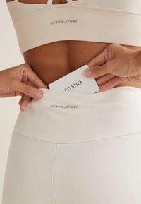 OYSHO - COMFORTLUX  - Trikoot - white - 5