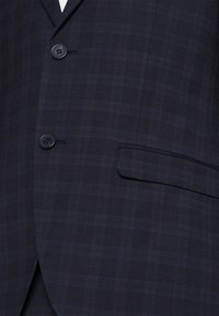 Isaac Dewhirst - CHECK - Completo - dark blue - 7