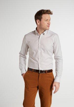 SLIM FIT - Shirt - beige weiss