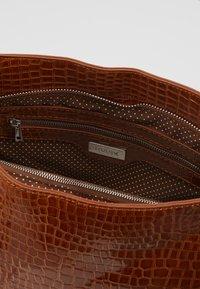 HVISK - AMBLE CROCO - Handbag - chocolate - 4