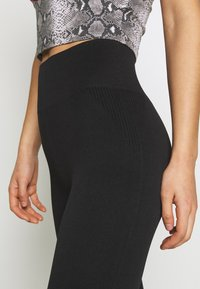 New Look - TEXTURED SEAM FREE - Leggings - Trousers - black - 4