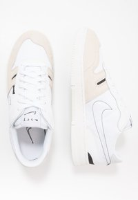 Nike Sportswear - SQUASH TYPE - Sneaker low - summit white/white/black/vast grey/light orewood brown/platinum tint - 1