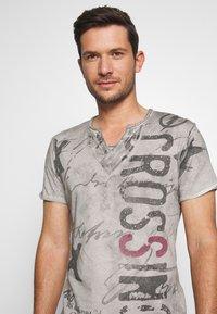 Key Largo - HIGHWAY BUTTON - Print T-shirt - silver - 4