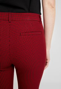 GAP - ANKLE BISTRETCH - Trousers - black/red - 4