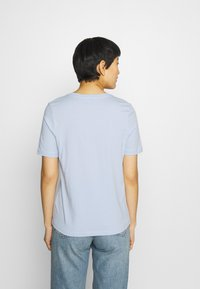 Tommy Hilfiger - REGULAR TEE - T-shirt basic - breezy blue - 2