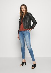 ONLY - ONLCORAL DEST AMOM - Jeans Skinny Fit - medium blue denim - 1
