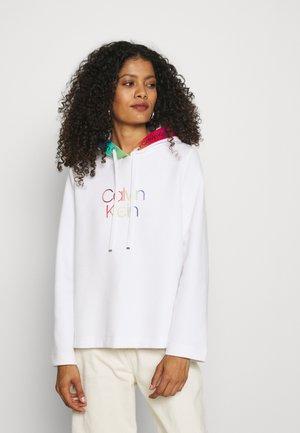 PRIDE LOGO TAPE HOODIE - Sweatshirt - bright white
