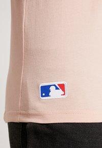 New Era - MLB NEW YORK YANKEES SEASONAL TEAM LOGO TEE - Club wear - mottled pink - 5