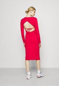 NU-IN - PLUNGE BACK NECK MIDI DRESS - Žerzejové šaty - scarlet red - 2