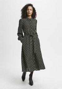 Kaffe - Shirt dress - black / sand chain print - 0
