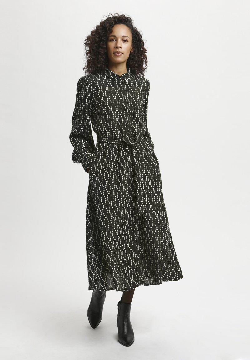 Kaffe - Shirt dress - black / sand chain print