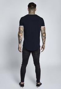 SIKSILK - SHORT SLEEVE GYM TEE - T-shirt con stampa - dark navy blue - 2
