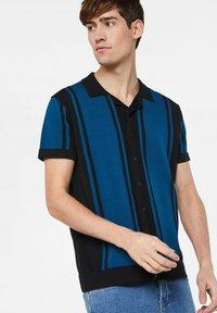 WE Fashion - WE FASHION HEREN FIJNGEBREIDE POLOTRUI - Shirt - dark blue - 3