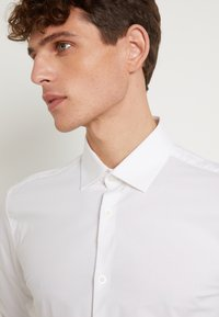 Selected Homme - SLHSLIMBROOKLYN - Camicia elegante - bright white - 5