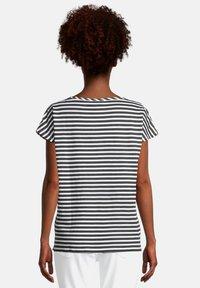 Cartoon - CASUAL MIT STREIFEN - T-shirt print - weiß/schwarz - 2