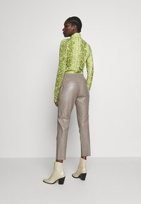 Oakwood - GIFTER - Leather trousers - mastic - 2