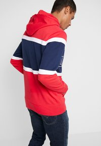 Levi's® - PIECED HOODIE - Hoodie - racer colorblock brilliant red/ white /  blues - 2