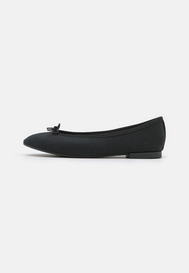 LILI  - Klassischer  Ballerina - black
