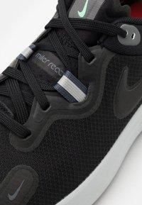 Nike Performance - REACT MILER - Neutrala löparskor - black/iron grey/green glow/chile red/photon dust - 5