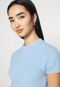 Monki - CIMA  - Basic T-shirt - blue light - 3