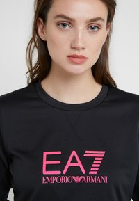 EA7 Emporio Armani - TRAIN LOGO SERIES - Sweatshirt - black / neon pink - 4