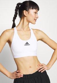 adidas Performance - DESIGNED4TRAINING WORKOUT BRA MEDIUM SUPPORT - Sports bra - white - 0