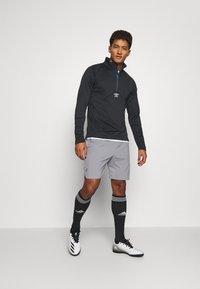 Umbro - MID LAYER - Sweatshirt - black - 1