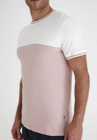 Tailored Originals - TOANFRED  - Camiseta estampada - milky white - 3