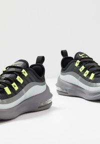 Nike Sportswear - AIR MAX AXIS - Sneakers basse - black/volt/gunsmoke - 6