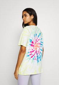 Hollister Co. - OVERSIZED TREND TEE - Print T-shirt - spiral wash - 2