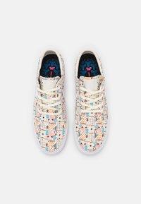 Nike SB - ZOOM JANOSKI PRM UNISEX - Sneakers laag - white/light brown - 3