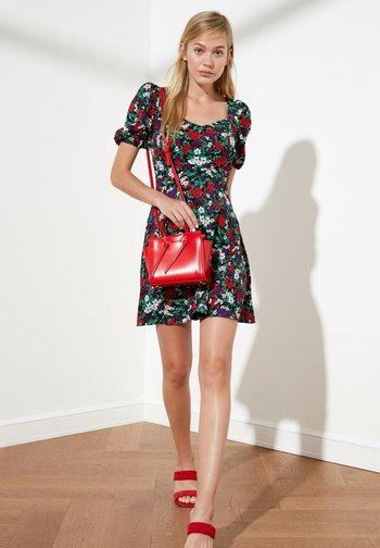 Day dress - black/red