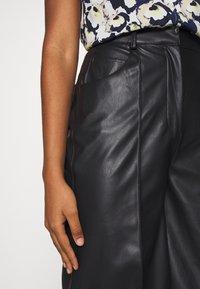 Soaked in Luxury - KAYLEE - Shorts - black - 5