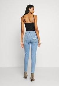 Topshop - BACK POCKET JAMIE  - Skinny džíny - bleach - 2