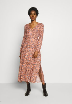 WRAP LONG SLEEVE MIDI DRESS - Kjole - luna rust