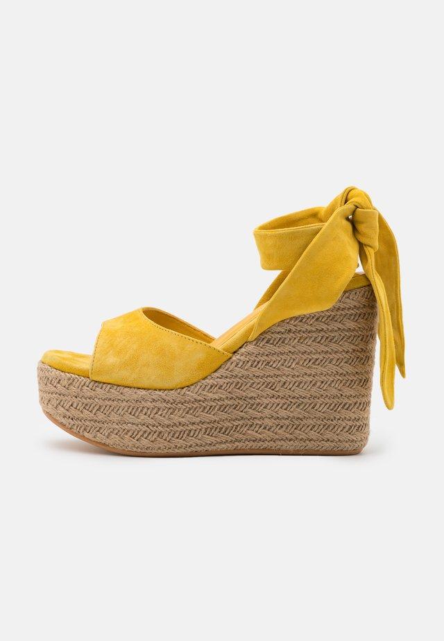 OPALE - Korolliset sandaalit - giallo