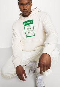 adidas Originals - HOODIE HULK WALT DISNEY ORIGINALS - Sweatshirt - off-white - 5