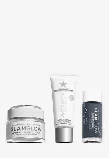 CLEAR SKIN COUNTDOWN SET - 3 STEPS TO GLOWING SKIN - Skincare set - -