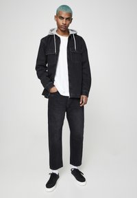 PULL&BEAR - JEANSHEMD MIT STOFFKAPUZE 05714505 - Denim jacket - mottled black - 1