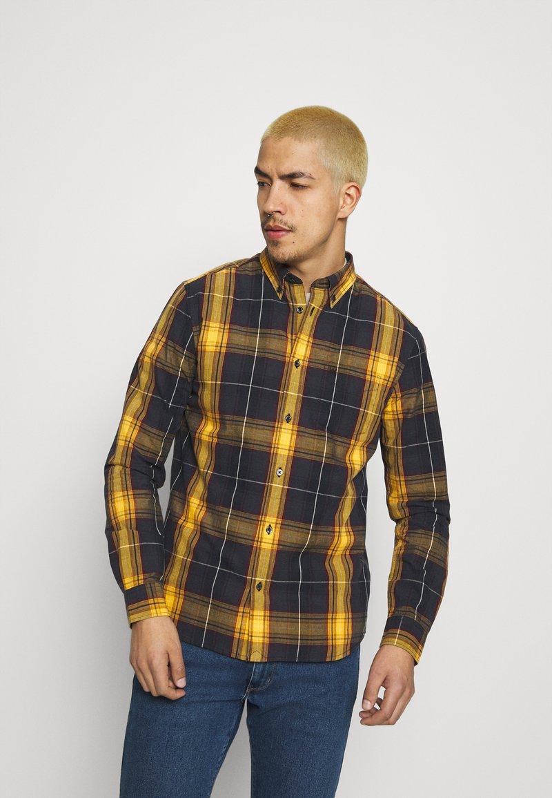 Wrangler - BUTTON DOWN SHIRT - Skjorta - spruce yellow