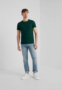 Polo Ralph Lauren - T-shirts basic - college green - 1