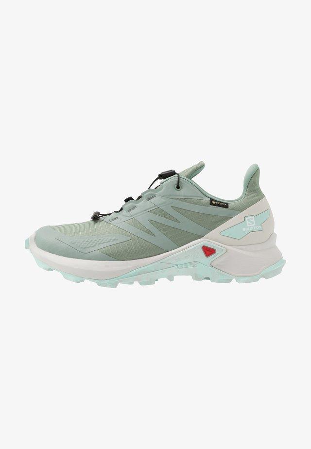 SUPERCROSS BLAST GTX - Trail running shoes - green milieu/lunar rock/icy morn