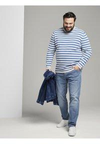 TOM TAILOR MEN PLUS - Jumper - white victory blue stripe - 1