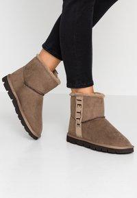 JETTE - Kotníkové boty - taupe - 0
