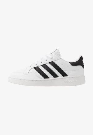 TEAM COURT - Matalavartiset tennarit - footwear white/core black