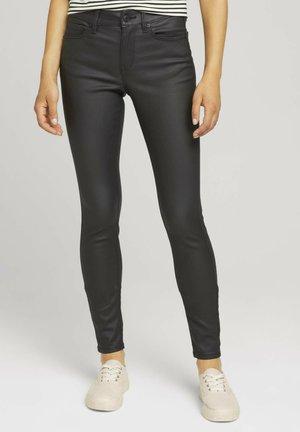NELA EXTRA - Jeans Skinny Fit - coated black denim