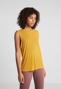 Free People - OM TANK - Top - mustard - 0